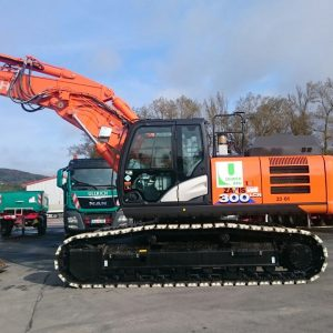 Hitachi-ZX-300-August-Ullrich-GmbH